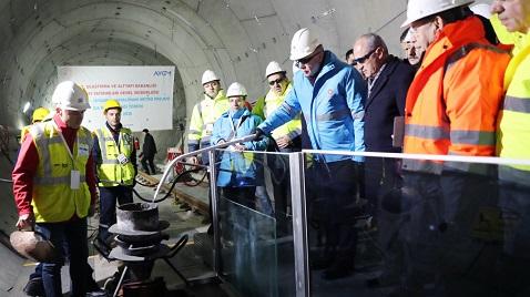 İş Makinası - Türkiye'nin ilk 'Hızlı Metro' sisteminde çalışmalar sürüyor