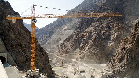 İş Makinası - Yusufeli Barajı, Liebherr kule vinçlere emanet
