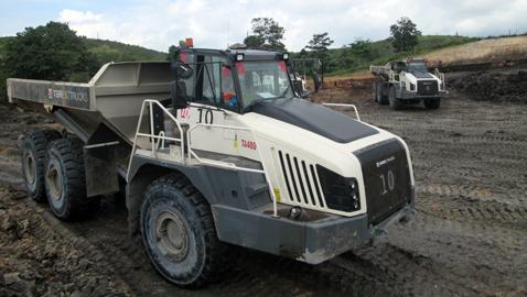 İş Makinası - Endonezya'daki kömür madeninin yükünü TA400'ler çekiyor