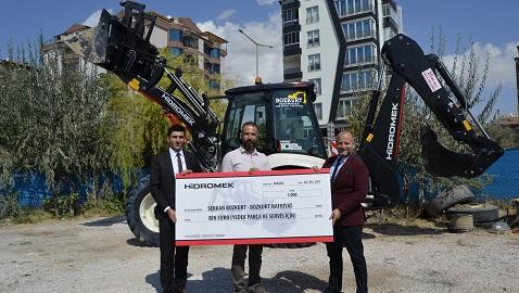 İş Makinası - HİDROMEK 2017 yılında Türkiye pazarına 1000. kazıcı yükleyicisini teslim etti