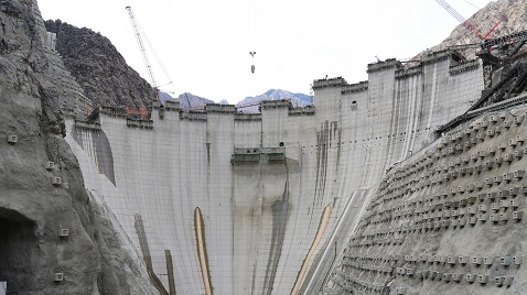İş Makinası - Yusufeli Barajı'nda son 100 metreye girildi