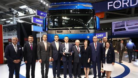 Ford Trucks'ın yeni kamyonu F-MAX, Uluslararası Yılın Kamyonu Ödülü'nü aldı