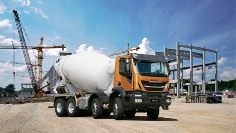 Yol ve inşaat kamyonu IVECO X-WAY'de kesişti