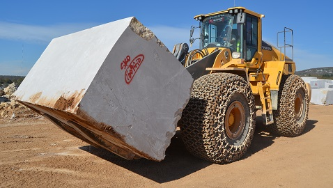 Mermerin Turquality'si Silkar Madencilik, ağır blokları Volvolarla kucaklıyor